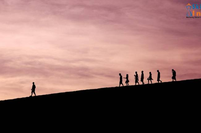 What is visionary leadership? What are the characteristics of visionary leaders?